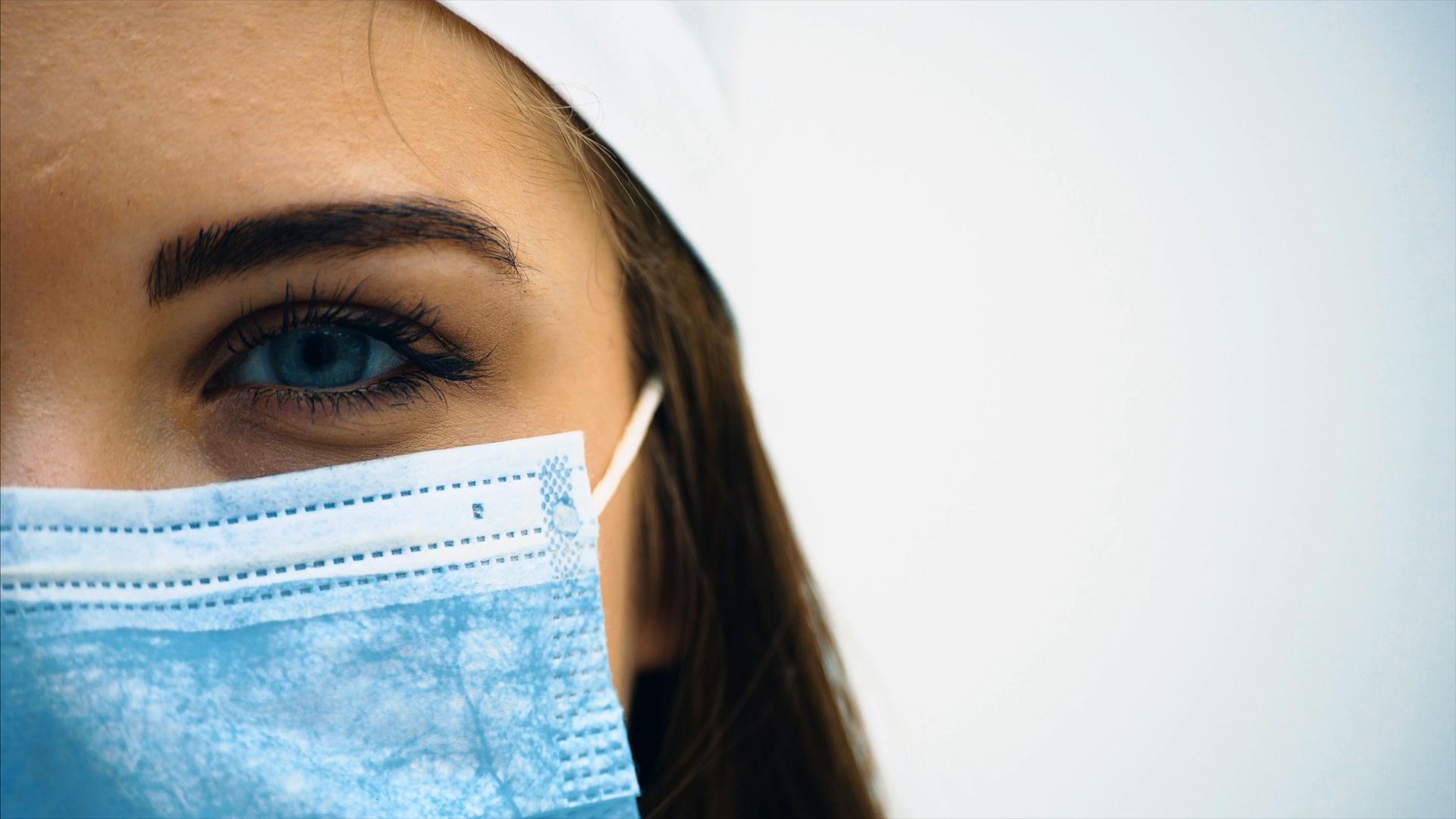 Portes et poignées hygiéniques pour hôpitaux